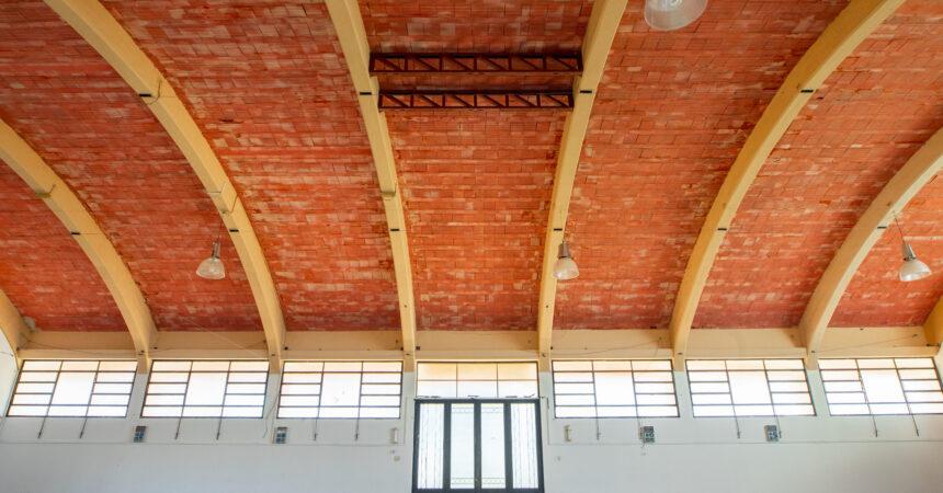SALÓN PABELLÓN Vista interior de estructura para luces y decoración